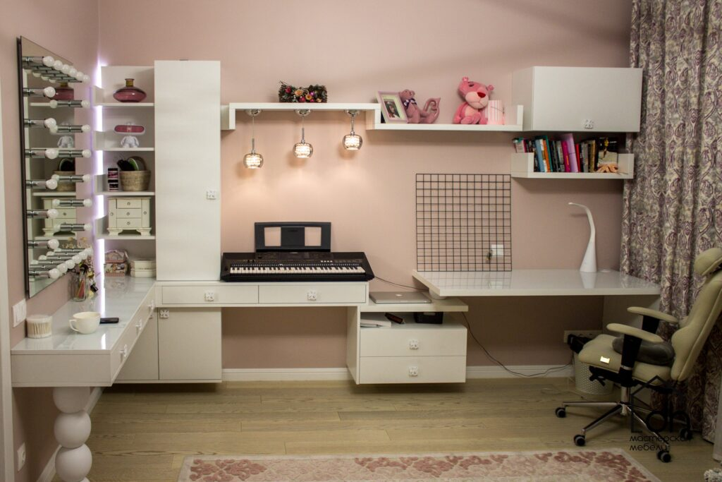 Белая комната для девочки-подростка