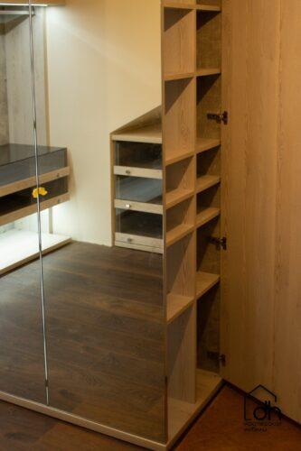 Гардеробная с большим шкафом для обуви