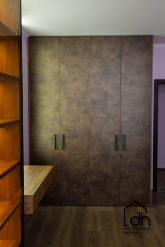 Cпальня с туалетным столиком и ТВ зоной